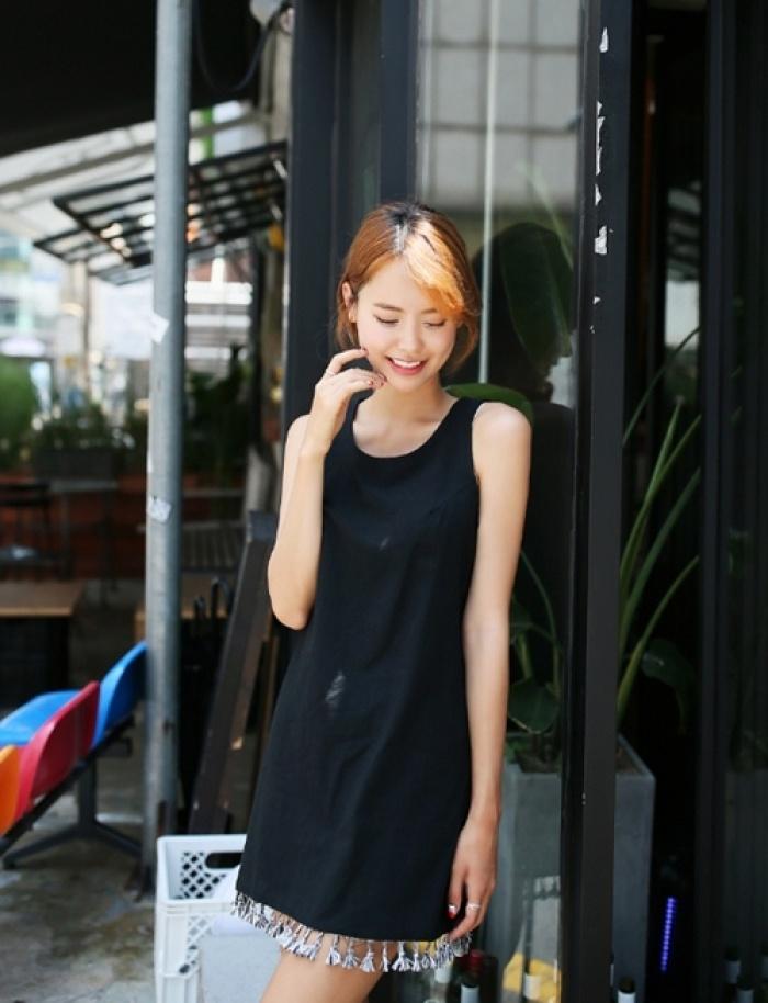 Ai bảo mặc váy đen nhanh chán, hãy xem lại! - 2