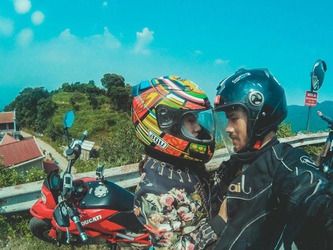 Cặp tình nhân đi khắp Việt Nam chụp ảnh 'Follow me'