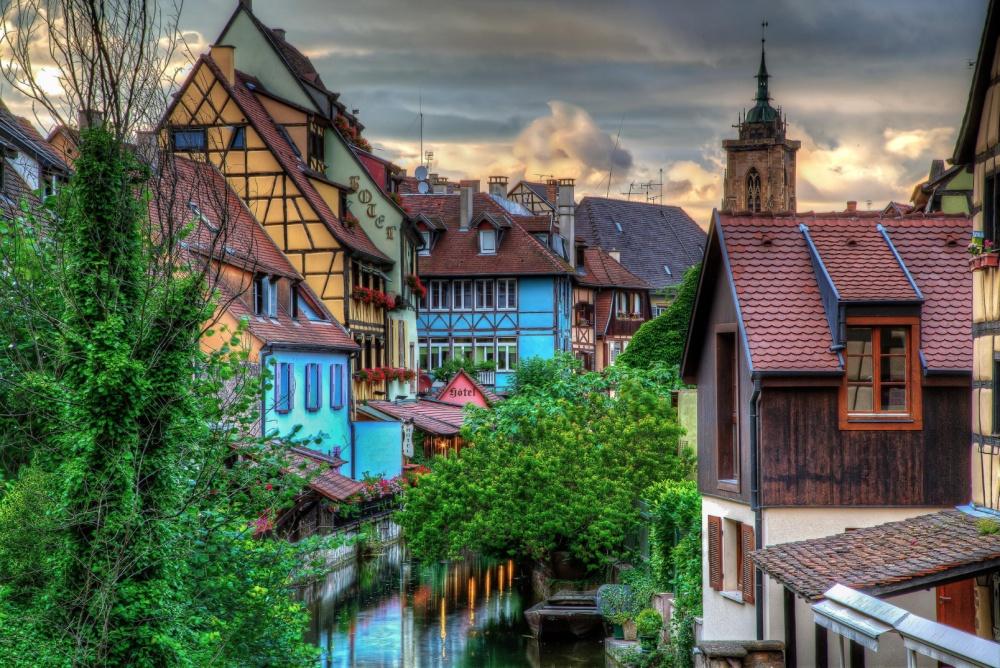 Colmar ở Pháp cũng tràn đầy màu sắc trong một khung cảnh thanh bình, tĩnh lặng