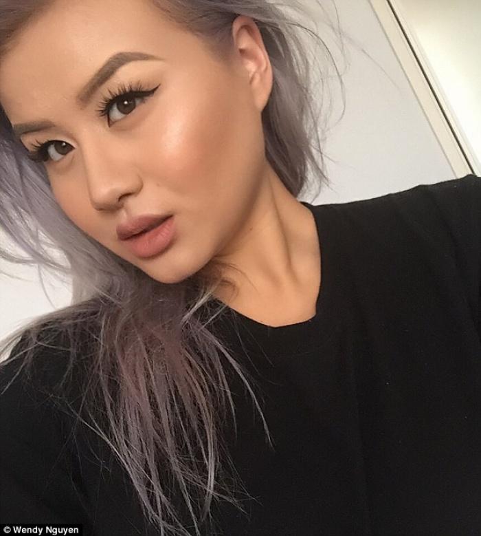 """Cô nàng gốc Việt với BST mỹ phẩm hàng trăm món & """"kho"""" ảnh flat lay siêu đẹp"""