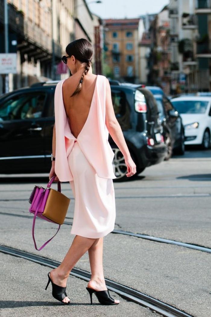 trang phục hở lưng