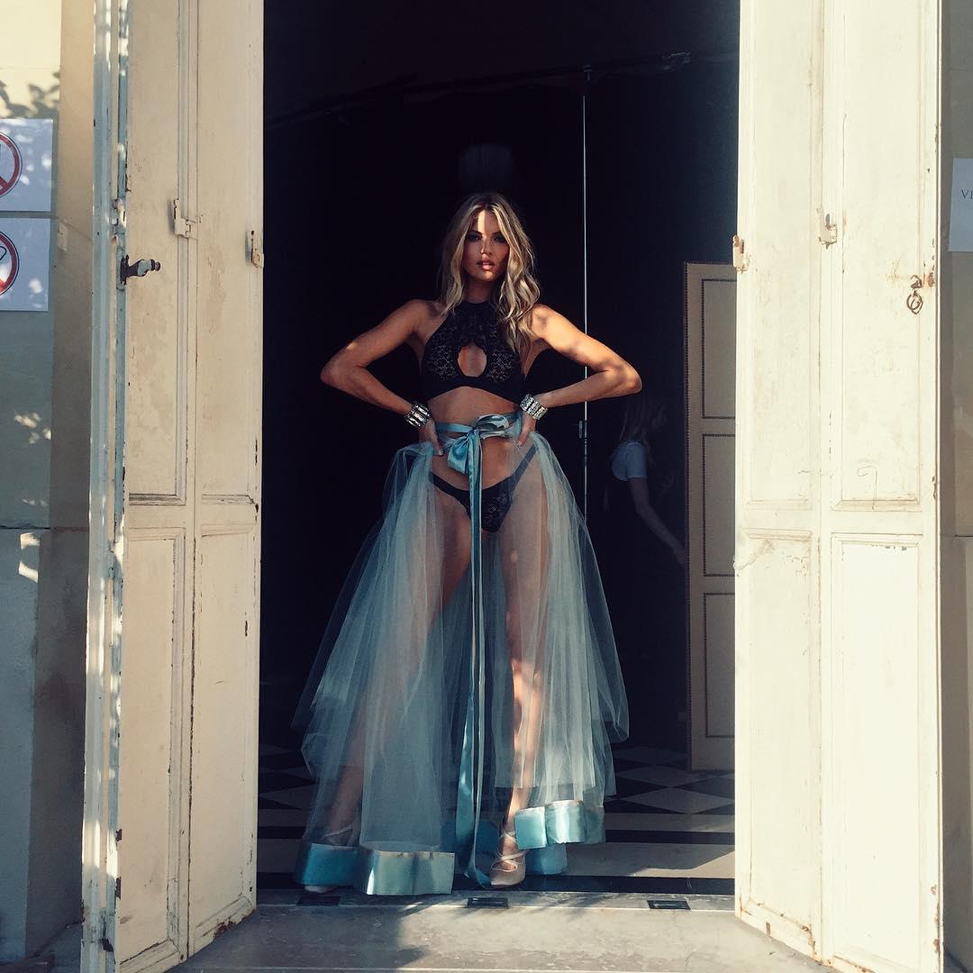 Ngắm ảnh hậu trường đẹp mê ly của dàn thiên thần Victoria's Secret