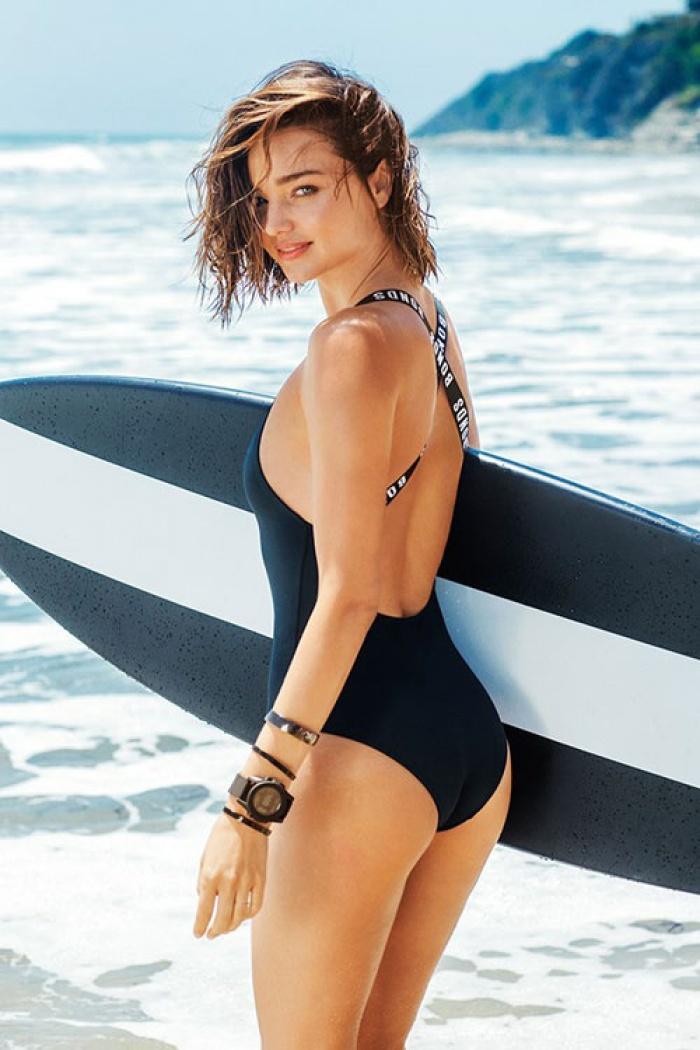 Ngắm nhìn Miranda Kerr diện bikini hút hồn trên bãi biển