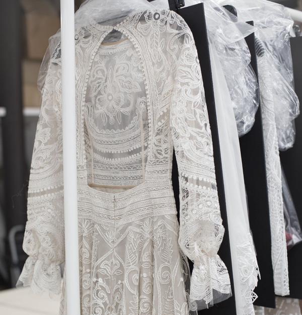 Để mặc váy cưới đẹp, điểm mấu chốt là phải chọn nội y chuẩn