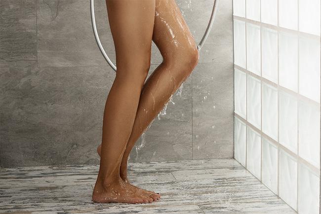 Tắm sai cách gây nhiều mụn