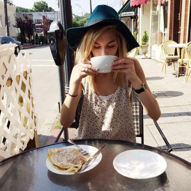 Kết quả hình ảnh cho girl coffee tumblr