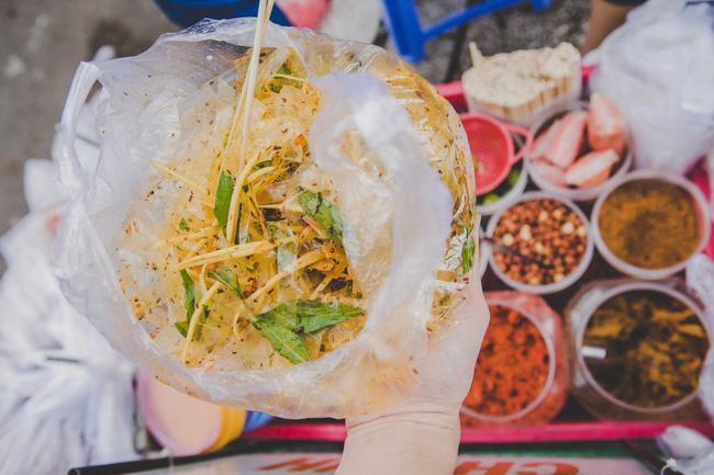 Với 500k bạn ăn vặt được những gì ở Sài Gòn và Hà Nội đây? - Ảnh 1.