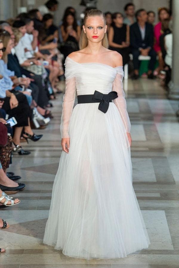 Váy cưới lãng mạn từ Tuần lễ thời trang London