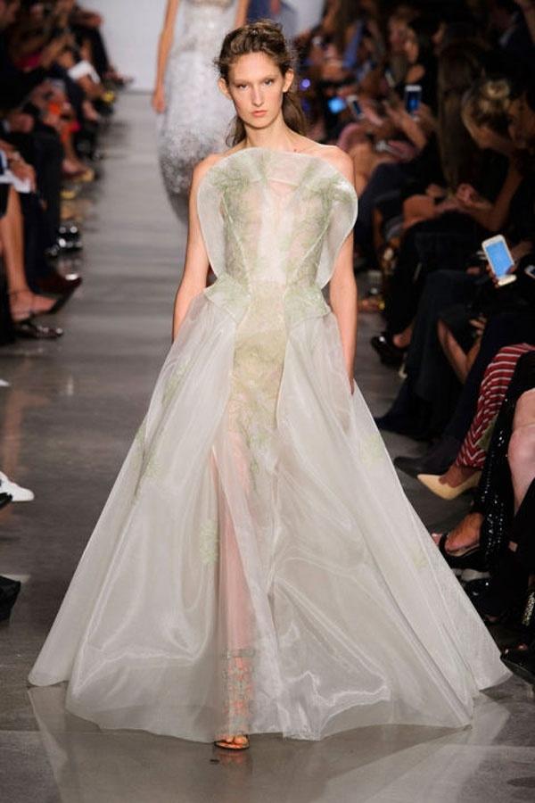 Xu hướng váy cưới lãng mạn từ Tuần lễ thời trang London
