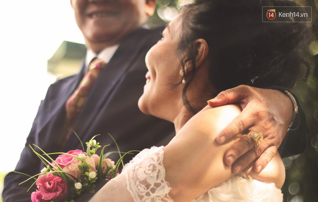 Câu chuyện dễ thương của cô dâu tí hon lần đầu mặc váy cưới ở tuổi 60 - Ảnh 6.