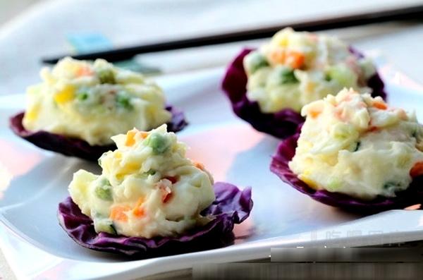 dc12605443ebb00a73f87ba79ef42a9a26e18228 Giảm cân chỉ với 4 món salad dễ làm