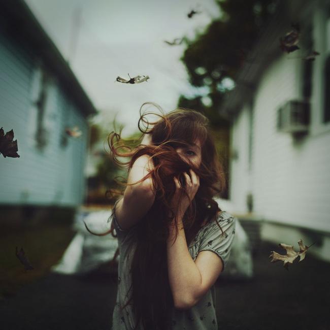 Không một cô gái nào muốn trở nên mạnh mẽ trong mắt người mà mình thương