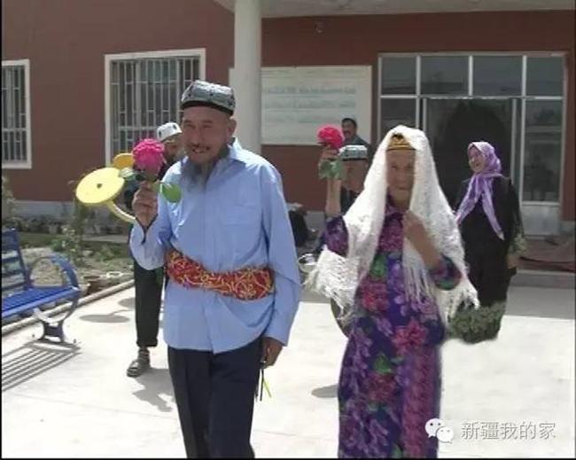 Đám cưới hạnh phúc của cặp đôi chồng 71, còn vợ 114 tuổi quen nhau trong viện dưỡng lão - Ảnh 3.