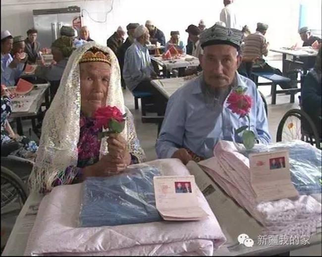 Đám cưới hạnh phúc của cặp đôi chồng 71, còn vợ 114 tuổi quen nhau trong viện dưỡng lão - Ảnh 2.