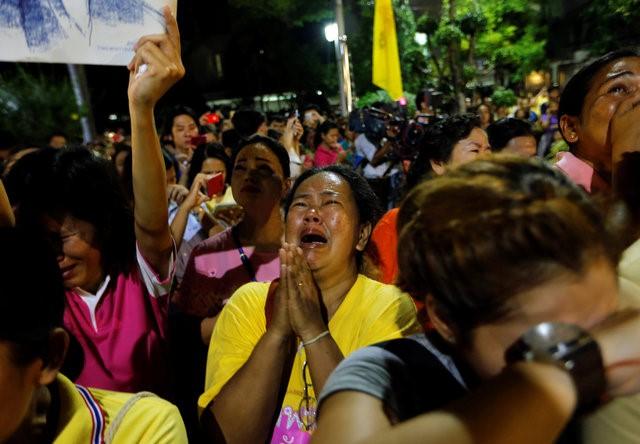 Thái Lan sẽ để tang quốc vương trong một năm - Ảnh 3.