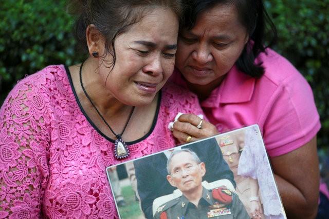 Thái Lan sẽ để tang quốc vương trong một năm - Ảnh 7.
