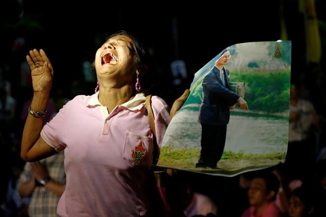 Thái Lan sẽ để tang quốc vương trong một năm - Ảnh 8.