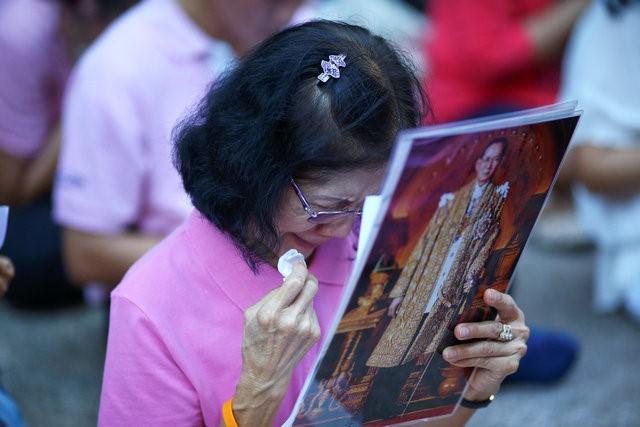 Thái Lan sẽ để tang quốc vương trong một năm - Ảnh 6.