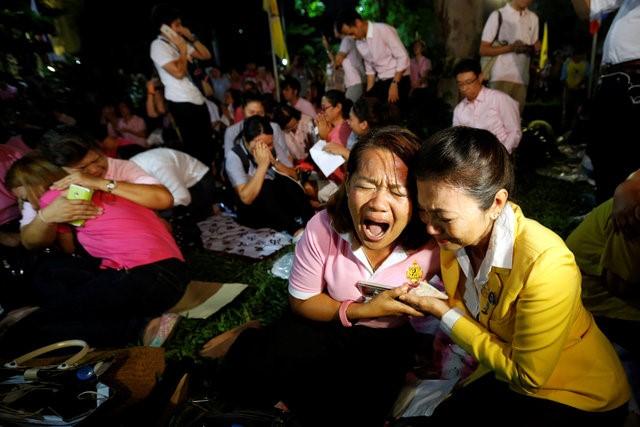 Thái Lan sẽ để tang quốc vương trong một năm - Ảnh 4.