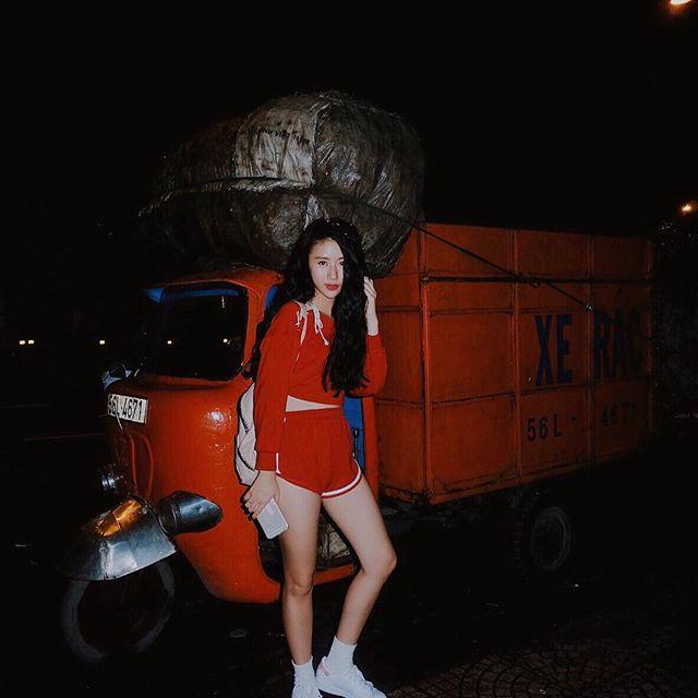 Loạt hot girl Việt đang chứng minh: Túi hiệu son xịn chưa cần có, nhưng shorts thì chắc chắn phải có một em! - Ảnh 1.