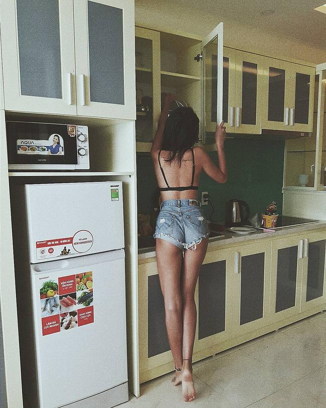 Loạt hot girl Việt đang chứng minh: Túi hiệu son xịn chưa cần có, nhưng shorts thì chắc chắn phải có một em! - Ảnh 14.