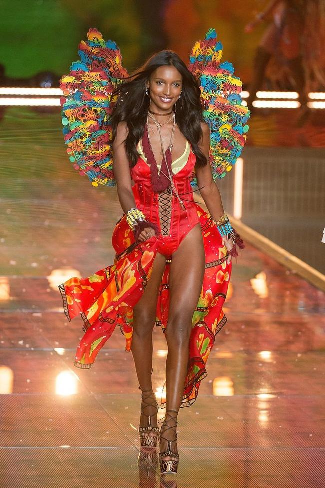 HOT: Chủ nhân của Fantasy Bra năm nay là một Thiên thần Victorias Secret mới toanh! - Ảnh 10.