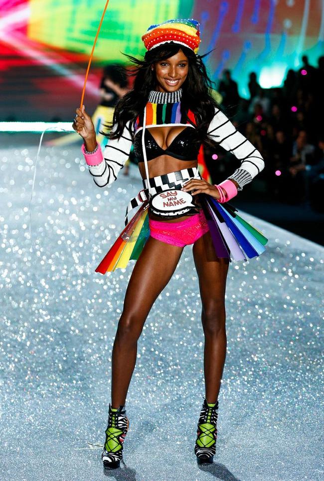 HOT: Chủ nhân của Fantasy Bra năm nay là một Thiên thần Victorias Secret mới toanh! - Ảnh 9.