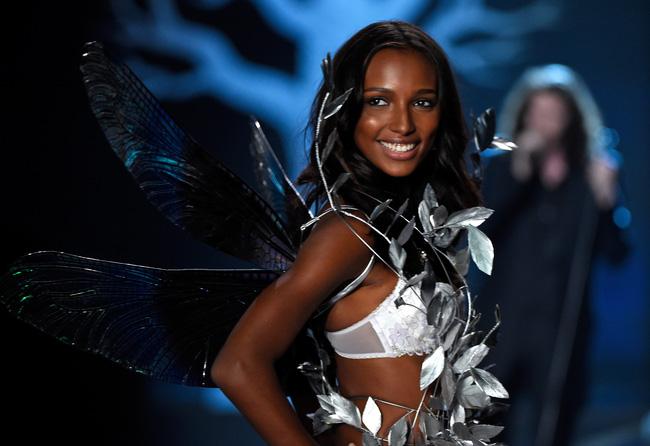 HOT: Chủ nhân của Fantasy Bra năm nay là một Thiên thần Victorias Secret mới toanh! - Ảnh 4.