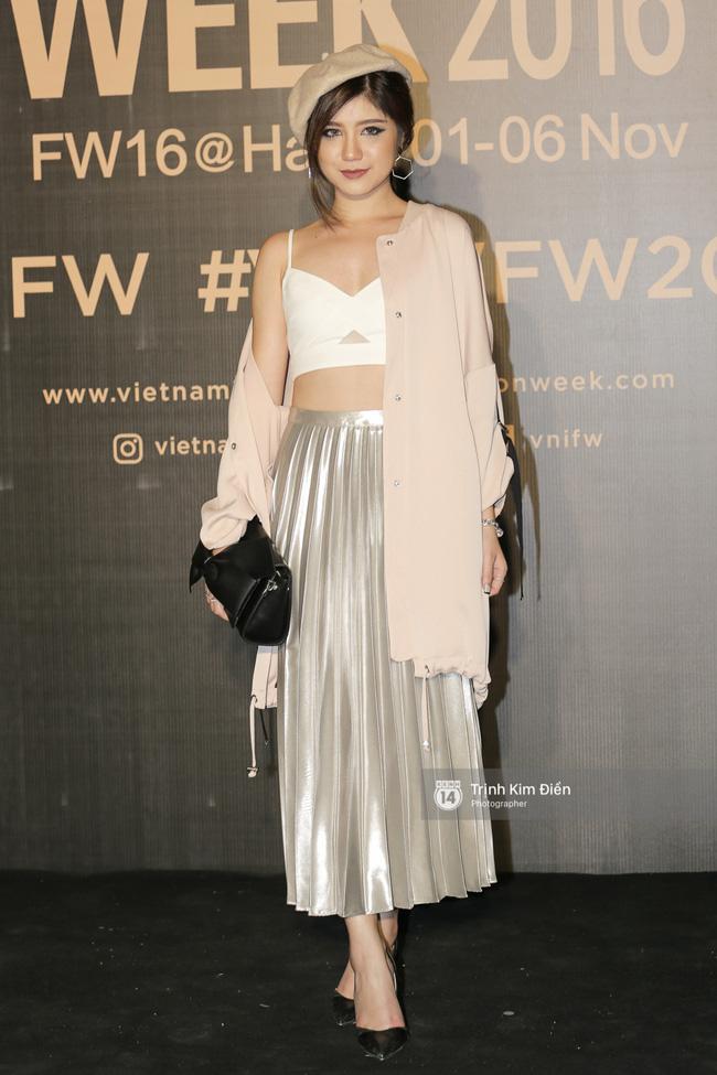 Và đây là 10 bộ cánh ấn tượng nhất trên thảm đỏ Vietnam International Fashion Week! - Ảnh 8.