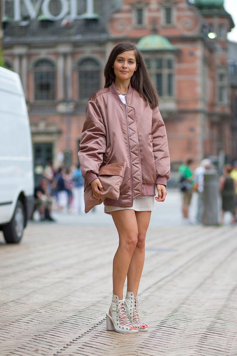 áo khoác nữ kiểu bomber với màu hồng đất