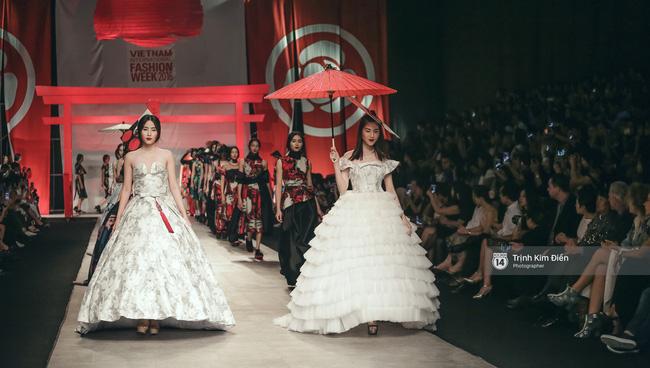 Gói gọn 6 ngày - 5 đêm của Vietnam International Fashion Week trong những khung hình tuyệt vời nhất! - Ảnh 12.