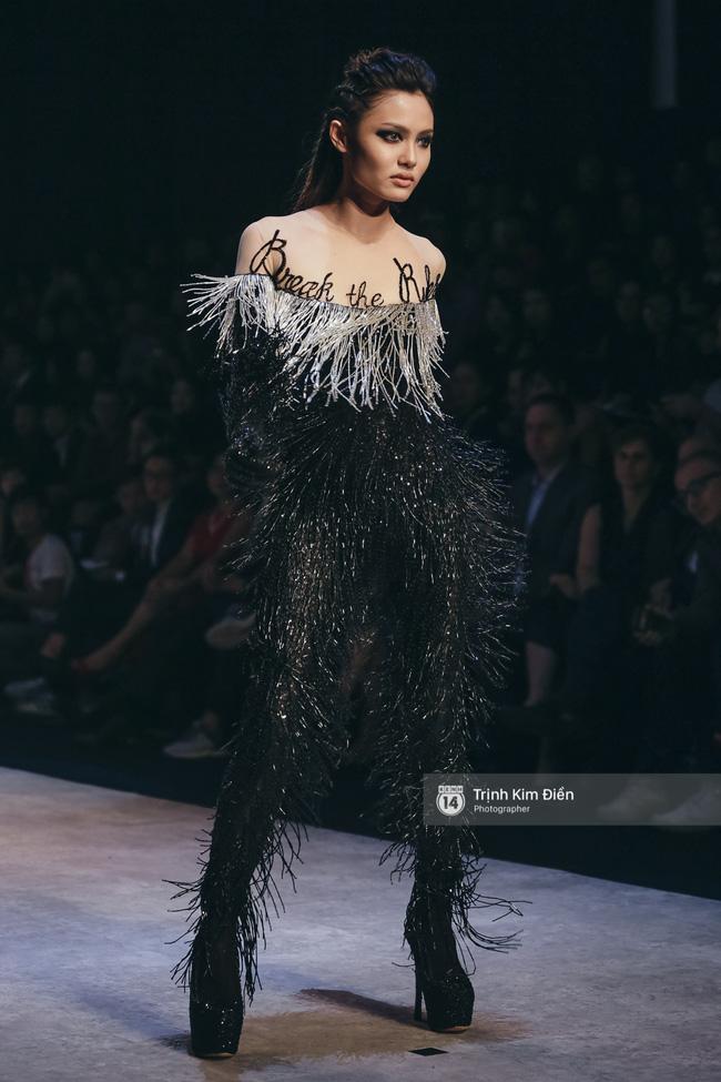 Gói gọn 6 ngày - 5 đêm của Vietnam International Fashion Week trong những khung hình tuyệt vời nhất! - Ảnh 1.