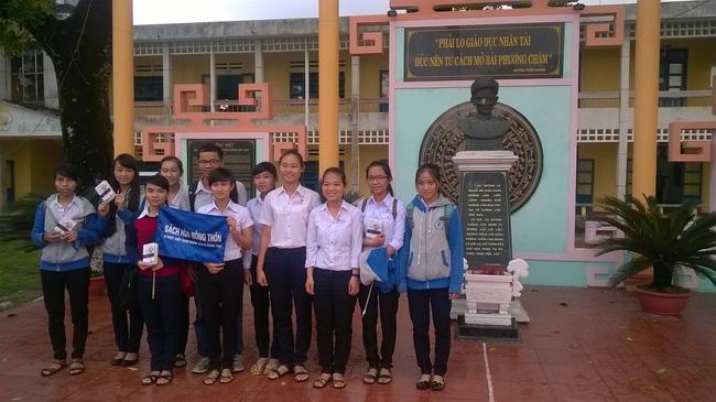Gặp gã khùng Nguyễn Quang Thạch: Người giành giải Unesco sau 19 năm miệt mài cõng sách về làng - Ảnh 6.