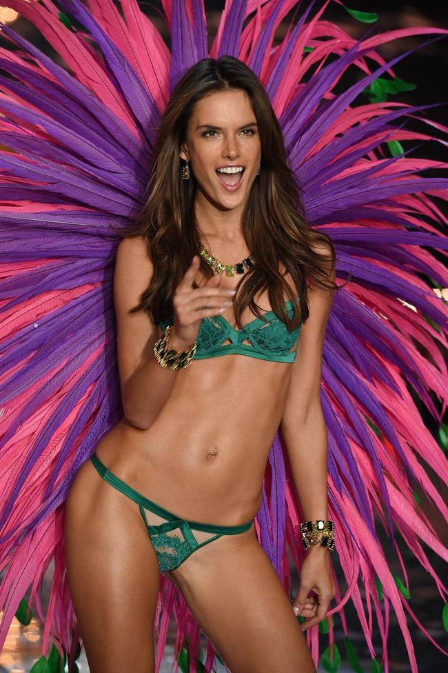 Điểm mặt chỉ tên cả thảy 54 chân dài sẽ sải bước tại Victorias Secret Fashion Show sắp tới - Ảnh 2.