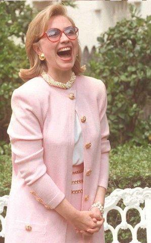 Phong cách thời trang của người phụ nữ quyền lực Hillary Clinton