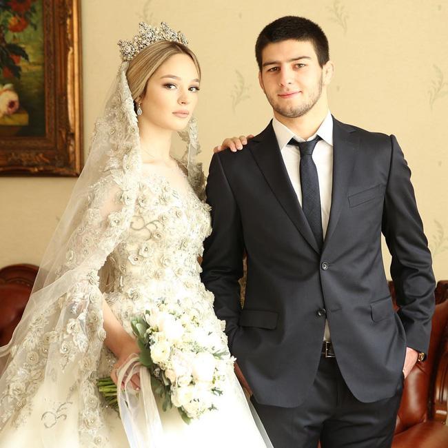 Cận cảnh chiếc váy cưới lộng lẫy đến choáng ngợp của cô dâu Nga đang làm náo loạn mạng xã hội - Ảnh 7.