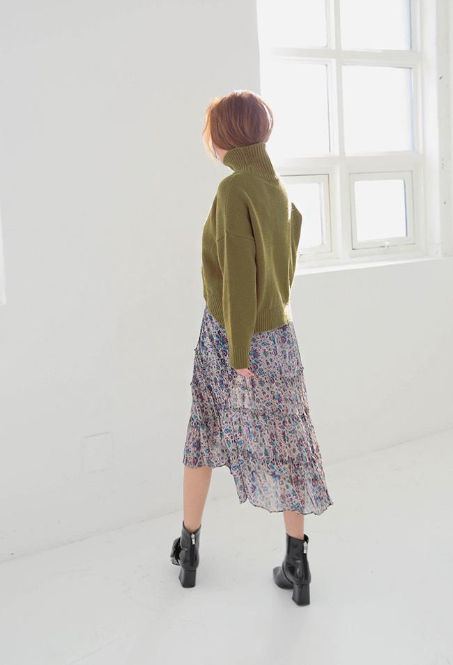 Mùa của những chiếc áo len cổ lọ đã đến, và đây là 7 cách diện thật chuẩn item này - Ảnh 10.