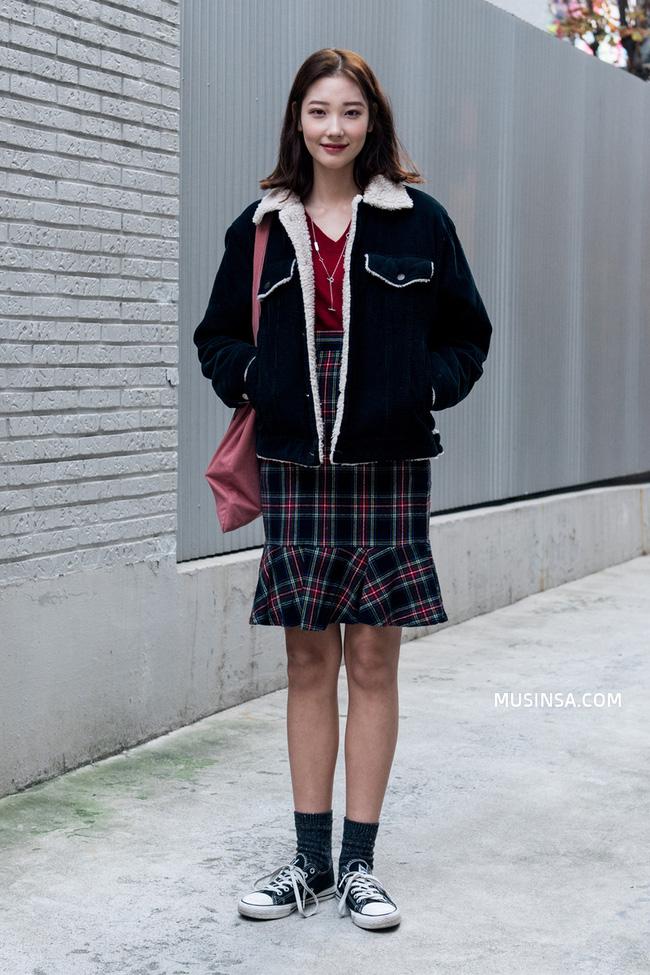 Giới trẻ thế giới thách thức trời đông với street style đẹp bá cháy - Ảnh 6.