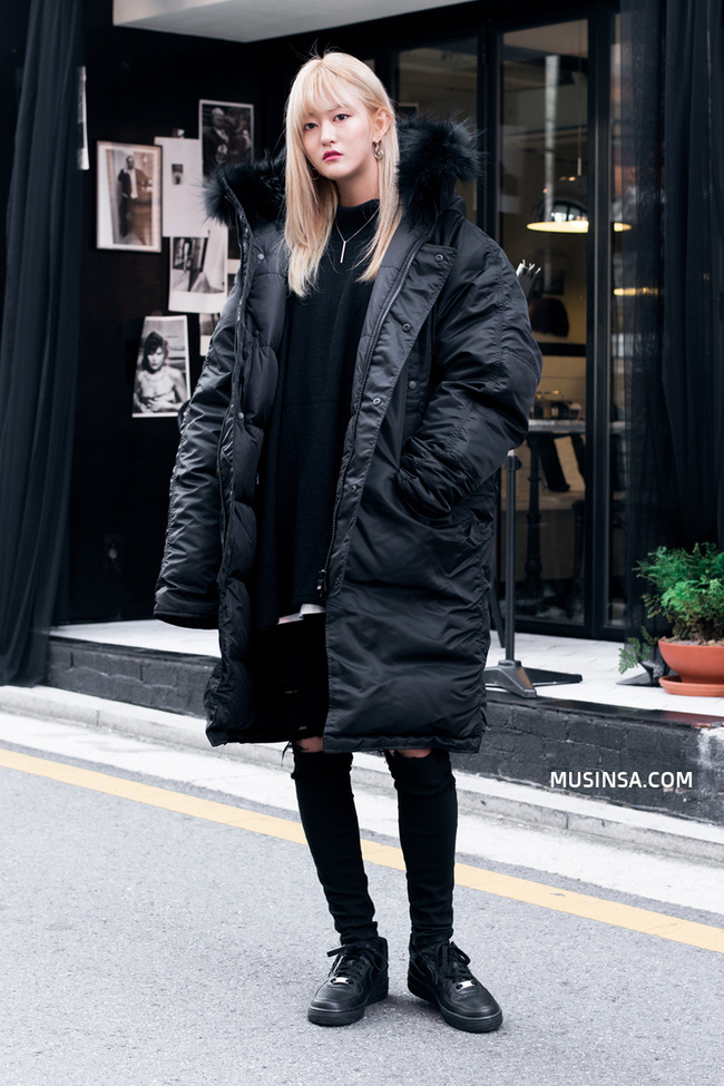 Giới trẻ thế giới thách thức trời đông với street style đẹp bá cháy - Ảnh 4.