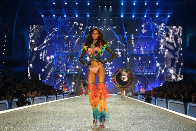 [HOT] Tất cả hình ảnh nóng bỏng tay của Victorias Secret Fashion Show 2016! - Ảnh 14.