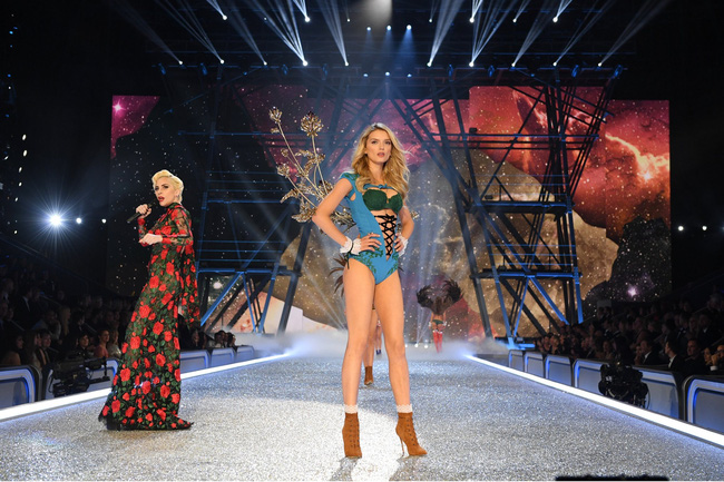 [HOT] Tất cả hình ảnh nóng bỏng tay của Victorias Secret Fashion Show 2016! - Ảnh 34.