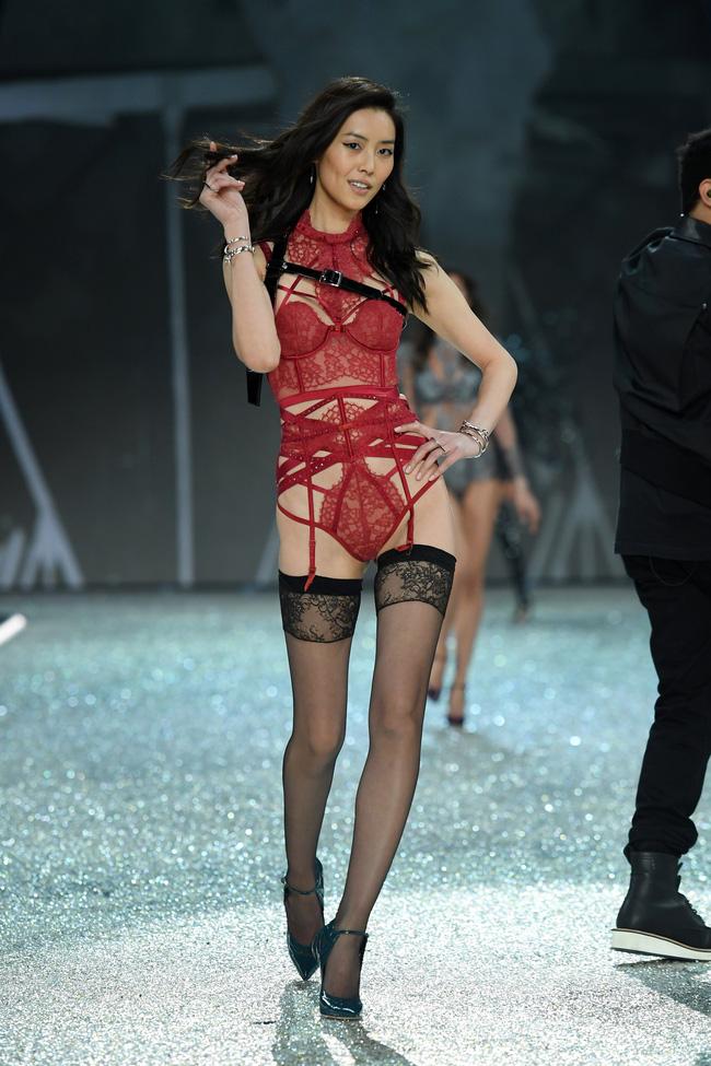 [HOT] Tất cả hình ảnh nóng bỏng tay của Victorias Secret Fashion Show 2016! - Ảnh 25.