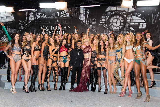 Cuối cùng, những gì bạn cần xem là ảnh backstage cực nhộn của Victorias Secret Show 2016! - Ảnh 35.
