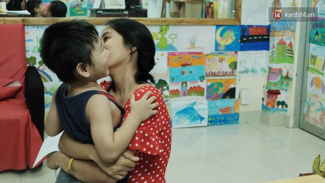 Gặp người đứng sau những bức tranh sắc màu trong ngõ hẻm Sài Gòn: nữ giáo viên dạy vẽ cho trẻ tự kỷ - Ảnh 8.