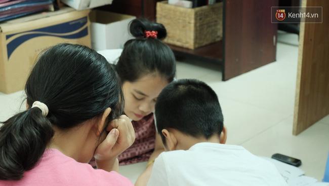 Gặp người đứng sau những bức tranh sắc màu trong ngõ hẻm Sài Gòn: nữ giáo viên dạy vẽ cho trẻ tự kỷ - Ảnh 5.