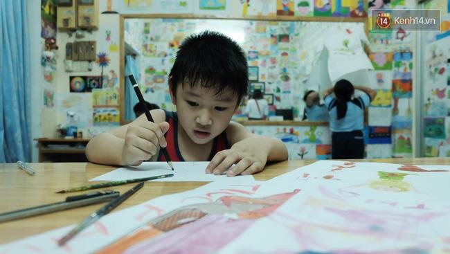 Gặp người đứng sau những bức tranh sắc màu trong ngõ hẻm Sài Gòn: nữ giáo viên dạy vẽ cho trẻ tự kỷ - Ảnh 9.