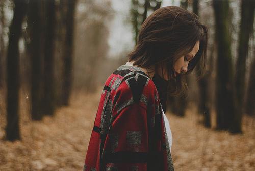 Hãy mạnh mẽ như cô gái này, mặc chiếc váy người yêu cũ mua bằng tháng lương đầu tiên tới dự đám cưới... anh ấy
