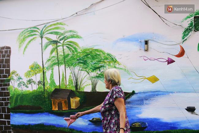 Gặp người đứng sau những bức tranh sắc màu trong ngõ hẻm Sài Gòn: nữ giáo viên dạy vẽ cho trẻ tự kỷ - Ảnh 10.