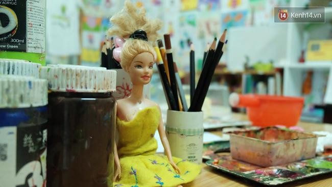 Gặp người đứng sau những bức tranh sắc màu trong ngõ hẻm Sài Gòn: nữ giáo viên dạy vẽ cho trẻ tự kỷ - Ảnh 3.