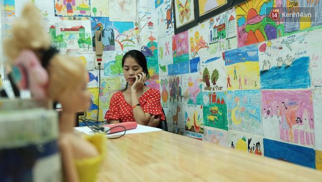 Gặp người đứng sau những bức tranh sắc màu trong ngõ hẻm Sài Gòn: nữ giáo viên dạy vẽ cho trẻ tự kỷ - Ảnh 4.